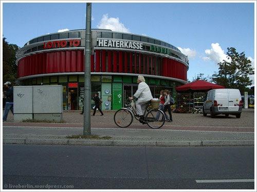 liveberlin-0098-bikeoldlady