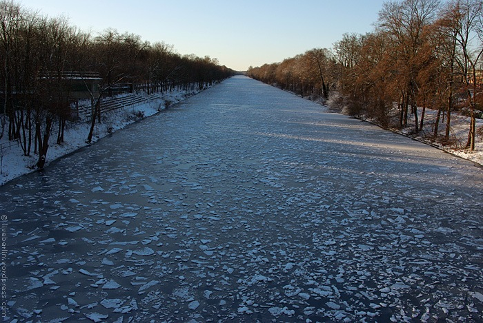 Ice on the channel of Hohenzollern (Hohenzollerkanal) seeing form the west side of the General Ganeval bridge.