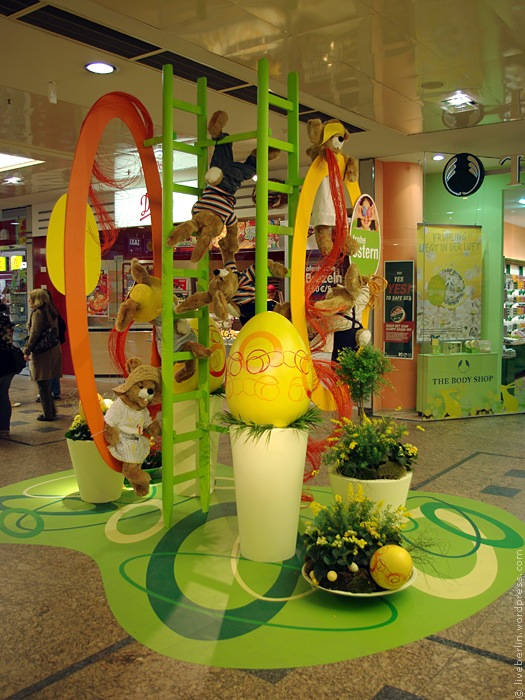 Easter decorations in Gesundbrunnen Mall