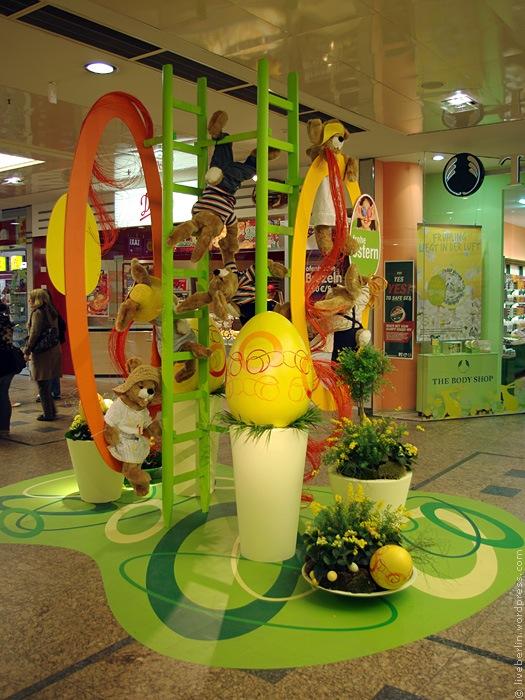 Easter decorations in Gesundbrunnen Mall