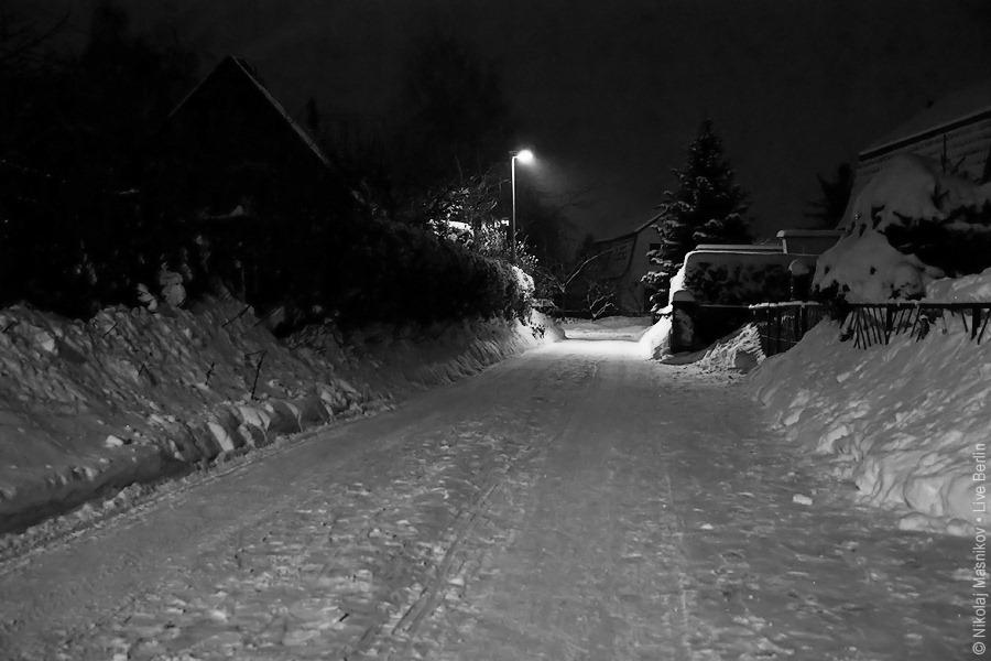 liveberlin-1911-bln-snowy-village-bw.jpg